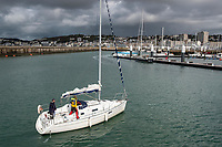 Europe/France/Normandie/76/Seine Maritime/  Le Havre : Arrivée au Port de Plaisance  d'un voilier //  Europe / France / Normandy / 76 / Seine Maritime / Le Havre: Arrival at the Marina of a sailboat //