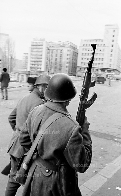 ROMANIA, Victoria Bd., Bucharest, 23.12.1989.Victoria boulevard in the centre: Main telephone central under fire. Exhausted soldiers fear bullets from tall buildings..© Andrei Pandele / EST&OST