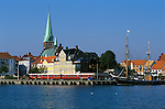 Denmark, Zealand, Helsingor also known as Elsinore: View over the old town with Sankt Olaf church and harbour | Daenemark, Insel Seeland, Helsingoer: Altstadt mit Sankt Olaf Domkirche zu Helsingoer und Hafen