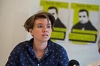 """Pressekonferenz am Montag den 10. Juli 2017 zur Einstellung des Verfahrens gegen Polizisten, welche im September 2016 den irakischen Fluechtling Hussam Fadl Hussein bei einem Polizeieinsatz auf dem Gelaende einer Fluechtlingsunterkunft.<br /> Der 29 jaehrige Familienvater und Polizist wurde am 27.9.2016 in einer Berliner Fluechtlingsunterkunft von drei Polizisten von hinten erschossen, als er versucht haben soll sich einem festgenommenen Mann zu naehern, der seine Tochter missbraucht haben soll. Die Polizei hatte behauptet in Notwehr gehandelt zu haben, da Hussam Fadl Hussein angeblich mit einem Messer bewaffnet gewesen sein soll. Augenzeugen sagten jedoch aus, dass Hussam Fadl Hussein nicht bewaffnet gewesen sei und kein Messer gehabt habe.<br /> Die Staatsanwaltschaft hat das Ermittlungsverfahren Ende Mai 2017 mit dem Verweis auf Notwehr der Beamten eingestellt.<br /> Die Initiativen """"Reach Out"""", """"Kampagne fuer Opfer rassistischer Polizeigewalt (KOP)"""", der Fluechtlingsrat Berlin und Haman Gate (Ehefrau des Erschossenen) fordern die Wiederaufnahme der Emittlungen, eine Anklageerhebung der Staatsanwaltschaft und ein Strafverfahren gegen die Polizeibeamten, die auf Hussam Fadl geschossen haben und die sofortige Suspendierung der beschuldigten Polizisten. Um diese Forderung zu Unterstuetzen wird es am 10. Juli 2017 vor dem Polizeipraesidium geben.<br /> Im Bild: Laura Janssen, KOP Berlin.<br /> 10.7.2017, Berlin<br /> Copyright: Christian-Ditsch.de<br /> [Inhaltsveraendernde Manipulation des Fotos nur nach ausdruecklicher Genehmigung des Fotografen. Vereinbarungen ueber Abtretung von Persoenlichkeitsrechten/Model Release der abgebildeten Person/Personen liegen nicht vor. NO MODEL RELEASE! Nur fuer Redaktionelle Zwecke. Don't publish without copyright Christian-Ditsch.de, Veroeffentlichung nur mit Fotografennennung, sowie gegen Honorar, MwSt. und Beleg. Konto: I N G - D i B a, IBAN DE58500105175400192269, BIC INGDDEFFXXX, Kontakt: post@christian-ditsch.de<br /> Bei der"""