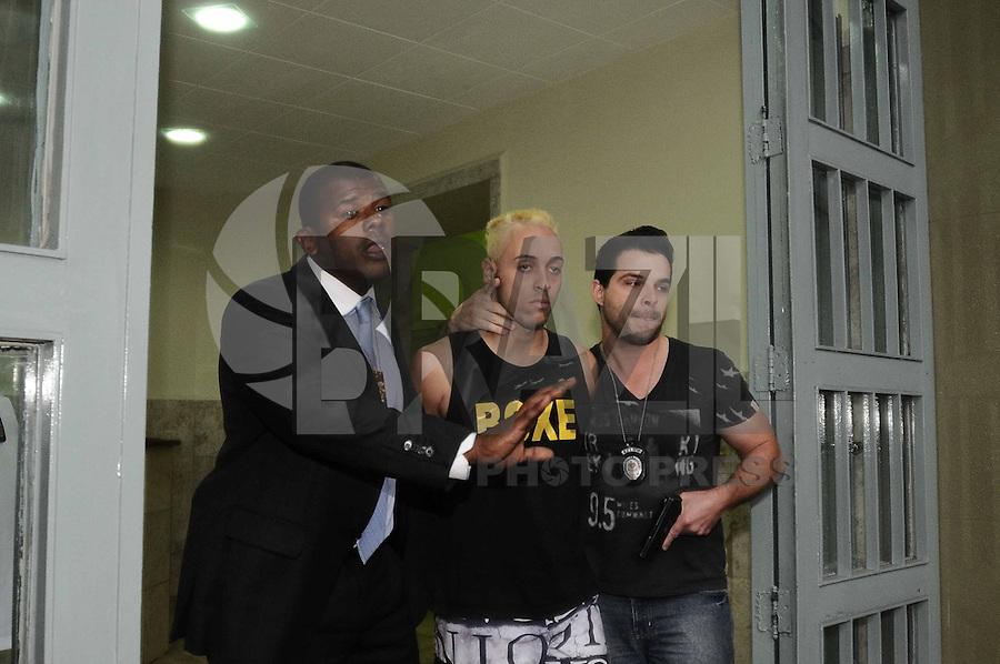 SAO PAULO, SP, 27 de Abril 2013 - O acusado Jonathan Cassiano Araújo é um dos presos deixa o DHPP caso da  Dra Cinthya Magaly Moutinho de Souza 47 anos foi queimada durante um assalto em seu consultorio na Rua Copacabana em Sao Bernardo do Campo,  (FOTO: ADRIANO LIMA / BRAZIL PHOTO PRESS).