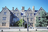 "Broadway: The Lygon Arms Hotel (pronounced ""Liggon"". Tudor and early Stuart style. Once a Manor House. Photo '05."