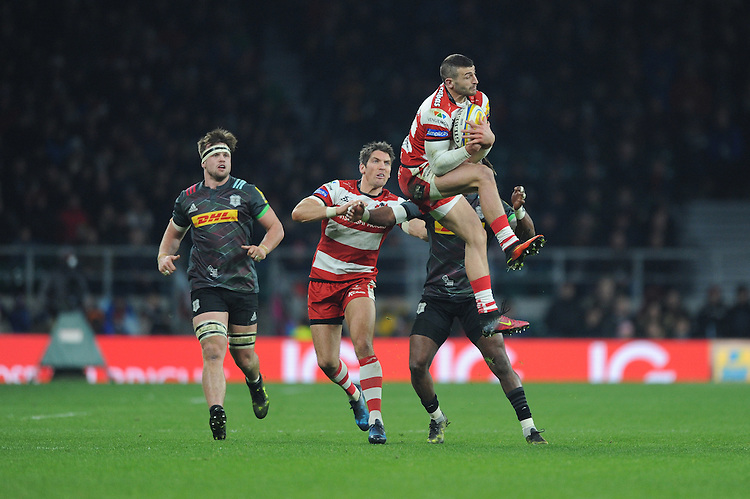 Jonny May of Gloucester Rugby secures the high ball against Marland Yarde of Harlequins during the Aviva Premiership Rugby match between Harlequins and Gloucester Rugby at Twickenham Stadium on Tuesday 27th December 2016 (Photo by Rob Munro/Stewart Communications)