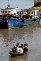 runde Korbboote und Fischerboote in Nha Trang, Vietnam