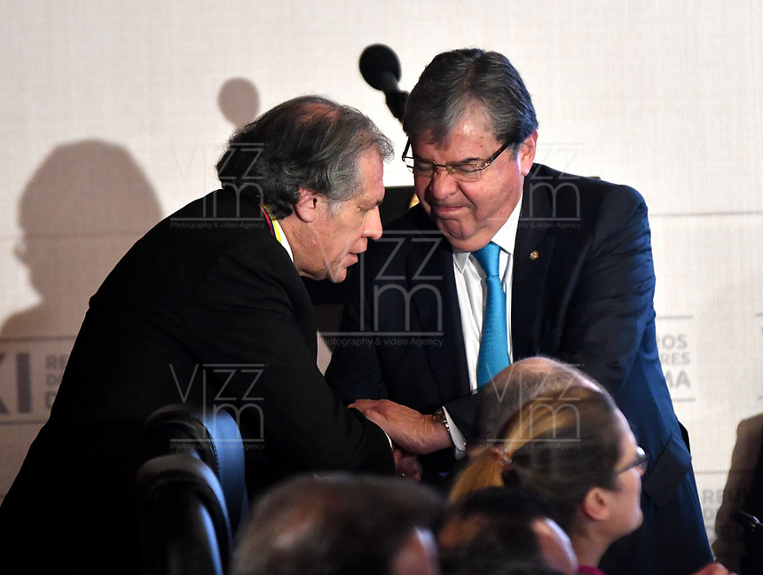 BOGOTÁ – COLOMBIA, 24-02-2019: Carlos Holmes Trujillo García Ministro de Asuntos Exteriores de Colombia saluda a Luis Almagro, Secretario General de La Organización de Estados Americanos (OEA), durante la 11ª Reunión de Ministros de Relaciones expteriores del Grupo de Lima en Bogotá, Colombia. El grupo de 14 miembros de Lima, que incluye a la mayoría de los latinoamericanos. Es la primera reunión en la que Venezuela participará como miembro del grupo de Lima, representado por el presidente interino Juan Guaido. / Carlos Holmes Trujillo García Minister of Foreign Affairs of Colombia greets Luis Almagro, General Secretary of the Organization of American States (OAS), during the 11th Lima Group Foreign Ministers meeting in Bogota, Colombia. The 14-member Lima Group, which includes most Latin American countries. It is first meeting in which Venezuela will participate as a member of the Lima group, represented by the Acting President Juan Guaido. Photo: VizzorImage / Luis Ramírez / Staff.
