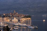 Europe/Croatie/Dalmatie/ Ile de Korcula/Korcula: Vieille ville et port de Korcula
