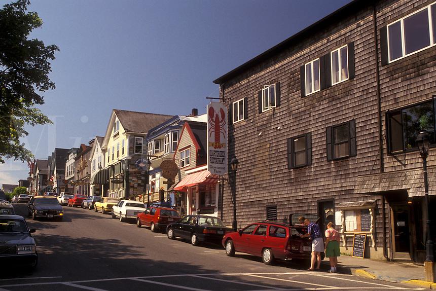 AJ4485, Bar Harbor, Maine, Atlantic Ocean, Shops along Main Street in the scenic seaside town of Bar Harbor on Mount Desert Island in the state of Maine.