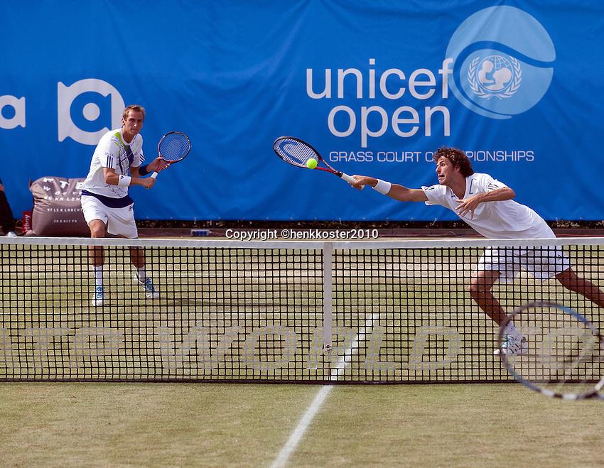 17-06-10, Tennis, Rosmalen, Unicef Open,  Thiemo de Bakker en Robin Haase(R).