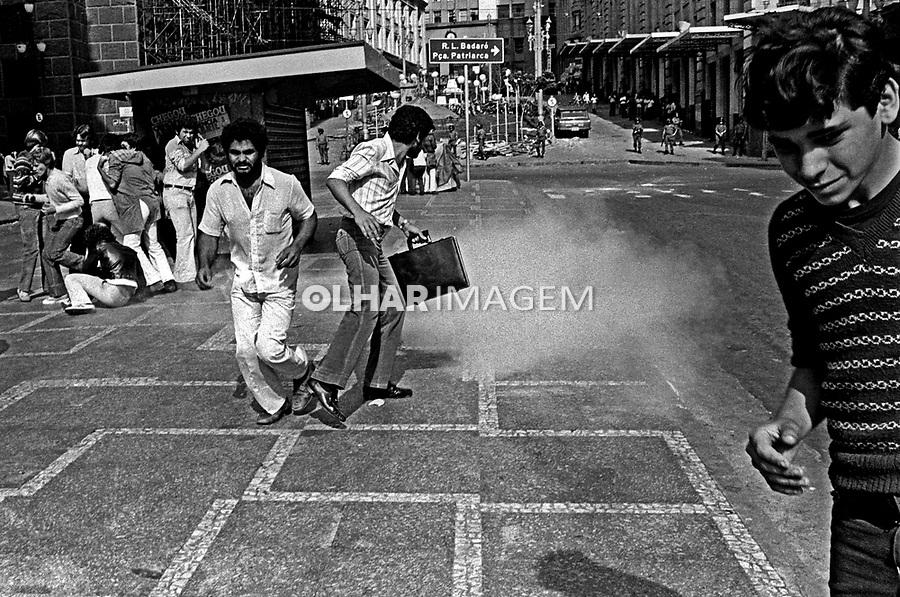 Repressão a greve dos bancários. SP. 1979. Foto de Juca Martins.