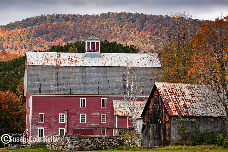 Fall foliage and an old red barn in Woodstock, VT, USA