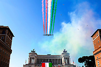 Roma June 2nd 2020. Italy, Piazza Venezia. tricolor arrows pass over the Victor Emmanuel II National Monument  in occasion of the anniversary of the Italian Republic.<br /> Photo Samantha Zucchi Insidefoto