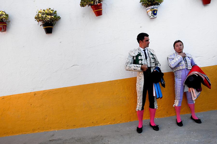 Spanish bullfighters enter the bullring in Fuengirola, Spain, 28 April 2007.