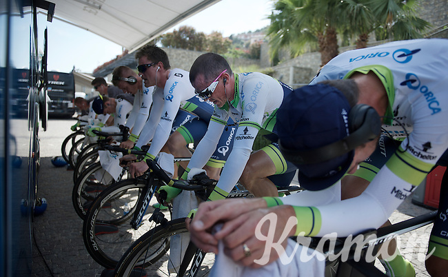 Team Orica-GreenEDGE warming up as favorites before the race<br /> Simon Gerrans (AUS/Orica-GreenEDGE) already in pink shades<br /> <br /> startzone of stage 1: San Lorenzo Al Mare - San remo (TTT/17.6km)