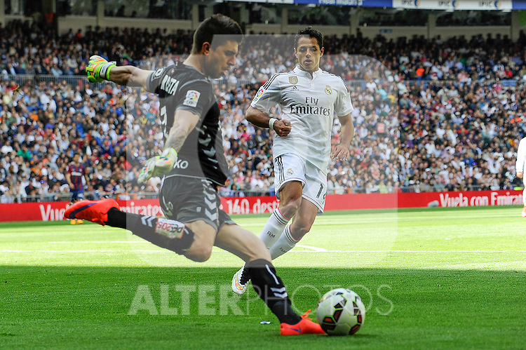 Real Madrid´s Chicharito and Eibar´s goalkeeper Xabier Iruretaguena during 2014-15 La Liga match between Real Madrid and Eibar at Santiago Bernabeu stadium in Madrid, Spain. April 11, 2015. (ALTERPHOTOS/Luis Fernandez)