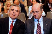 Corrado Passera consigliere delegato Intesa Sanpaolo, Mario Moretti a.d, Ferrovie dello Stato Corrado Passera, ministro economia, infrastrutture e trasporti del governo Monti