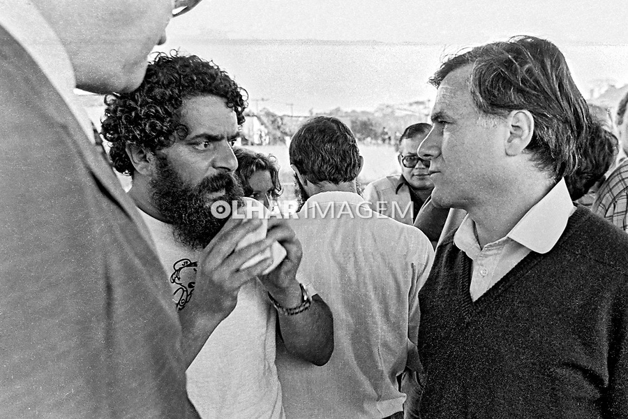 Lula e Mino Carta.Assembleia da Greve de Metalurgicos do ABC, Vila Euclides. SBC. Sao Paulo. 30.03.1980. Foto de Juca Martins.