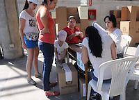 MEDELLÍN -COLOMBIA. 15-06-2014. Colombianos ejercen su derecho al voto en el Palacio de Exposiciones de Medellín durante la segunda vuelta de la elección de Presidente y vicepresidente de Colombia que se realiza hoy 15 de junio de 2014 en todo el país./ Colombians exert their right to vote in the Palacio de Exposiciones in Medellin during the second round of the election of President and vice President of Colombia that takes place today June 15, 2014 across the country. Photo: VizzorImage / Luis Rios / STR