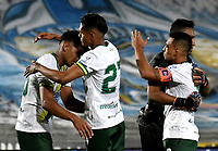 BOGOTA-COLOMBIA, 02-10-2020: Jugadores Atletico Bucaramanga, celebran el empate con Millonarios, durante partido entre Millonarios y Atletico Bucaramanga de la fecha 11 por la Liga BetPlay DIMAYOR I 2020 jugado en el estadio Nemesio Camacho El Campin de la ciudad de Bogota. / Players of Atletico Bucaramanga, celebrate celebrate the tie with Millonarios, during a match between Millonarios and Atletico Bucaramanga of the 11th date for the BetPlay DIMAYOR Leguaje I 2020 played at the Nemesio Camacho El Campin Stadium in Bogota city. / Photo: VizzorImage / Luis Ramirez / Staff.