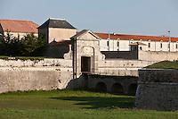 Europe/France/Poitou-Charentes/17/Charente-Maritime/Ile de Ré/Saint-Martin-de-Ré:La Porte des Campani - Porte de La Couarde . Une des deux entrées de la ville fortifiée