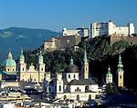 Oesterreich, Salzburger Land, Salzburg: Skyline mit Tuermen und Kuppel des Doms und Festung Hohensalzburg | Austria, Salzburger Land, Salzburg, Skyline with cathedral's towers and dome and fortress Hohensalzburg