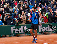 Paris, France, 23 june, 2016, Tennis, Roland Garros, Robin Haase (NED) thinking the supportieve crowd<br /> Photo: Henk Koster/tennisimages.com