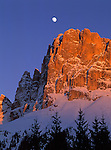 Italy, South Tyrol, Alpenglow at Cima Catinaccio mountains