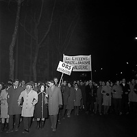 Le 11 Décembre 1961. Vue d'une manifestation anti OAS dans les rues de Toulouse.