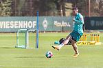 22.09.2020, Trainingsgelaende am wohninvest WESERSTADION - Platz 12, Bremen, GER, 1.FBL, Werder Bremen Training<br /> <br /> Kevin Möhwald / Moehwald (Werder Bremen #06)<br />  ,Ball am Fuss, <br /> Querformat<br /> Einzelaktion, Ganzkörper / Ganzkoerper <br /> <br /> <br /> <br /> Foto © nordphoto / Kokenge