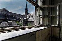 """Das ehemalige St. Josefsheim Waldniel-Hostert, Fuehrung durch das Heim mit der Kentschool Security Group, Gebaeude, Fassade, Kirche, Sakralbau, Glaube, Religion, Christentum, niemand, [das Josefsheim ist ein ehemaliges Franziskaner-Heim fuer Kinder mit Behinderung, nach 1937 war es die Kinderfachabteilung der Provinzial Heil- und Pflegeanstalt, in dieser Zeit wurden ca. 100 Kindern mit Behinderung durch die Nationalsozialisten ermordet, von 1963 bis 1991 britische Kent-School], heute leerstehende Ruine, [Treffpunkt fuer """"Geisterjaeger""""], lost place, lost places, moderne Ruine, Verfall, verfallen, Gedenkstaette, Euthanasie, Kindereuthanasie, Naziverbrechen, Verbrechen, Behinderung, Nationalsozialismus, Nazi-Zeit, Drittes Reich, Geschichte, Historie, Josefs-Heim, Europa, Deutschland, Nordrhein-Westfalen, Viersen, Schwalmtal, 08/2013<br /> <br /> Engl.: Europe, Germany, North Rhine-Westphalia, Viersen, Schwalmtal, former St. Josefsheim Waldniel-Hostert, guided tour through the home with the Kentschool Security Group, building, facade, church, religion, ruin, memorial, euthanasia, mercy killing, crime, disability, National Socialism, Third Reich, history, the Josefsheim is a former home managed by Franciscan monks for disabled children, after 1937 the National Socialists killed approx. 100 disabled children there, from 1963 - 1991 British Kent-School, August 2013"""