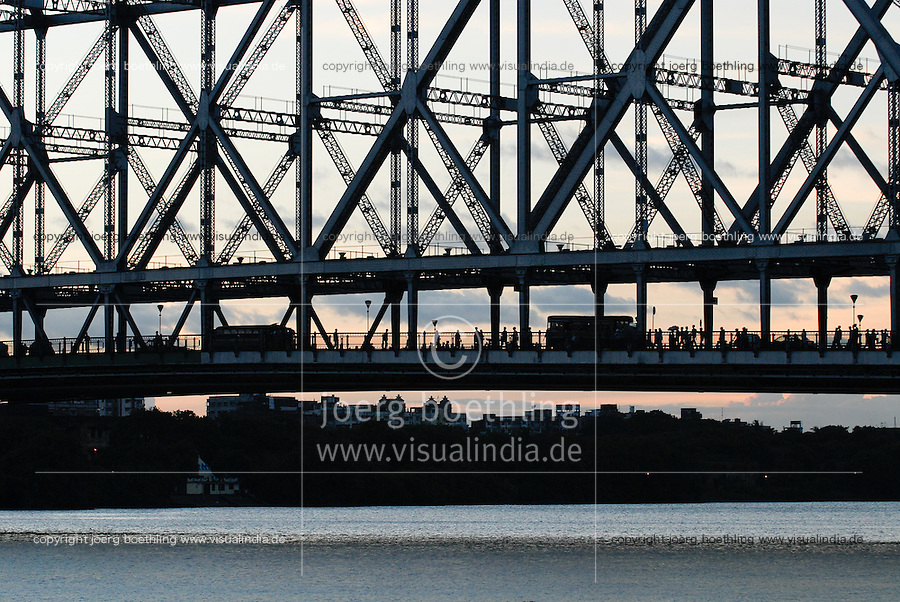 "Asien Suedasien Indien Westbengalen Megacity Kalkutta, Howrah Bruecke auch Rabindra Setu Bruecke ueber den Fluss Hooghli  - Architektur Bruecken Verkehr xagndaz | .South asia India Westbengal Calcutta Kolkatta, Howrah bridge and Hooghli river  - Megacities traffic transport .| [ copyright (c) Joerg Boethling / agenda , Veroeffentlichung nur gegen Honorar und Belegexemplar an / publication only with royalties and copy to:  agenda PG   Rothestr. 66   Germany D-22765 Hamburg   ph. ++49 40 391 907 14   e-mail: boethling@agenda-fototext.de   www.agenda-fototext.de   Bank: Hamburger Sparkasse  BLZ 200 505 50  Kto. 1281 120 178   IBAN: DE96 2005 0550 1281 1201 78   BIC: ""HASPDEHH"" ,  WEITERE MOTIVE ZU DIESEM THEMA SIND VORHANDEN!! MORE PICTURES ON THIS SUBJECT AVAILABLE!!  ] [#0,26,121#]"