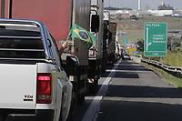 Jundiai (SP), 12/06/2021 - Bolsonaro - O presidente Jair Bolsonaro (sem partido) participa de um passeio moto com apoiadores na manha deste sabado (12), em Sao Paulo. A Rodovia dos Bandeirantes ficou interditada para veiculos entre os km 14 e 61 em ambos os sentidos. Segundo a CCR, que administra a via, os acessos das Rodovias Anhanguera e Dom Gabriel para a Rodovia dos Bandeirantes nesta regiao estao interditados.  (Foto: Denny Cesare/Codigo 19/Codigo 19)