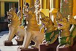 Myanmar, (Burma), Yangon Region, Rangoon: Golden mythical creatures inside the Shwedagon pagoda | Myanmar (Birma), Yangon-Division, Rangun: Goldene mythische Figuren in der Shwedagon Pagode