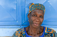 NIGER, Maradi, village Dan Bako, Hausa woman with facial scarification and tatoo / Hausa Ethnie, muslimische Dorfbewohnerin mit Gesicht Skarifizierung und Taetowierung