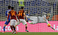 Calcio, Serie A: Roma vs Sampdoria. Roma, stadio Olimpico, 7 febbraio 2016.<br /> Roma's goalkeeper Wojciech Szczesny, right, saves the ball during the Italian Serie A football match between Roma and Sampdoria at Rome's Olympic stadium, 7 January 2016.<br /> UPDATE IMAGES PRESS/Riccardo De Luca