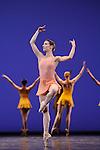 TROISIEME SYMPHONIE DE GUSTAV MAHLER....Choregraphie : NEUMEIER John..Decor : NEUMEIER John..Lumiere : NEUMEIER John..Avec :..HUREL Melanie..Lieu : Opera Bastille..Ville : Paris..Le : 11 03 2009..© Laurent PAILLIER / photosdedanse.com