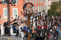 Nice le 19 Fevrier 2107 Place Massena unique sotie du Corso Carnavalesque Parada Nissarda de jour L Arbre de L Energie