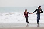 USA, California, San Francisco, Baker Beach, couple walking on beach