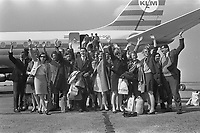 Dutch Guides left for Montreal<br /> EXPO 67,<br /> Date April 14, 1967<br /> <br /> Photographer Koch, Eric / Anefo