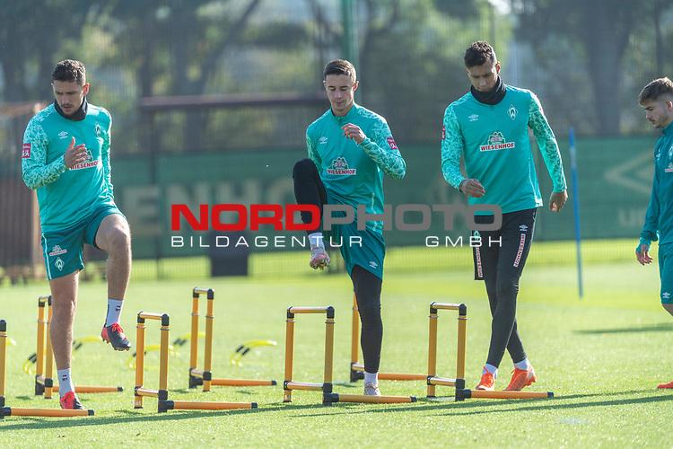 13.10.2020, Trainingsgelaende am wohninvest WESERSTADION - Platz 12, Bremen, GER, 1.FBL, Werder Bremen Training<br /> <br /> <br /> Milos Veljkovic (Werder Bremen #13)<br /> Marco Friedl (Werder Bremen #32)<br /> Davie Selke  (SV Werder Bremen #09)<br /> <br /> Aufwärmen vor dem Training<br /> Querformat<br /> <br /> <br /> Foto © nordphoto / Kokenge