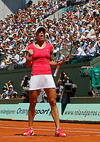 Andrea Petkovic of Germany, react, during the match against Russia's Maria Sharapova in the quarter final match of the French Open tennis tournament in Roland Garros stadium in Paris, Wednesday June 1, 2011.(foto: Srdjan Stevanovic/Starsportphoto ©)