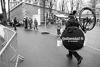 off to the pits<br /> <br /> U23 Men's race<br /> UCI CX World Cup Namur / Belgium 2017