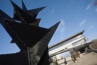 Europe/France/Rhône-Alpes/38/Isère/Grenoble: Musée de Grenoble avec la sculpture :Monsieur Loyal par Alexandre Calder