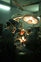Ospedale San Camillo, Roma. Reparto di Chirurgia pediatrica..San Camillo Hospital, Rome. Department of Pediatric Surgery..Camera operatoria. Operating room.....