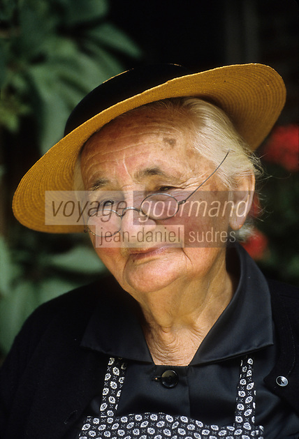 Europe/France/Limousin/23/Creuse: Grand mère, paysanne creusoise Auto N: C35<br /> PHOTO D'ARCHIVES // ARCHIVAL IMAGES<br /> FRANCE 1980