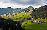 Austria, Vorarlberg, Damuels: popular resort with Damuels Mittagspitze mountain | Oesterreich, Vorarlberg, Damuels: beliebter Urlaubsort vor der Damuelser Mittagspitze