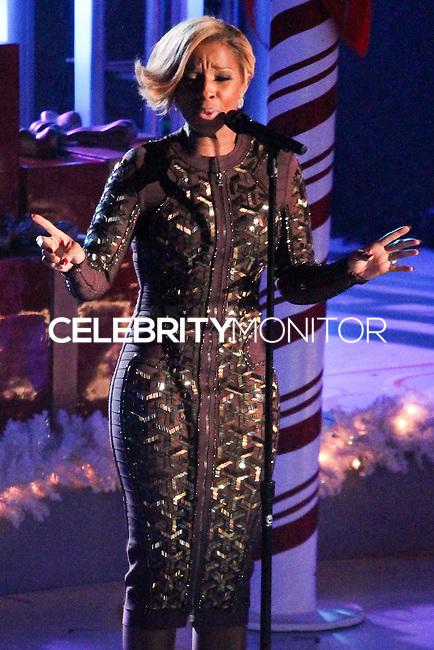 NEW YORK, NY - DECEMBER 04: Mary J. Blige attending the 81st Annual Rockefeller Center Christmas Tree Lighting Ceremony held at Rockefeller Center on December 4, 2013 in New York City. (Photo by Jeffery Duran/Celebrity Monitor)