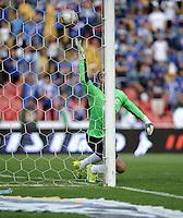 BOGOTA - COLOMBIA -15 -05-2016: Carlos Henao (Fuera de Cuadro .) jugador de Millonarios, anota gol a Diego Novoa, portero de La Equidad, durante partido entre La Equidad y Millonarios, por la fecha 18 de la Liga Aguila I-2016, jugado en el estadio Nemesio Camacho El Campin de la ciudad de Bogota. / Carlos Henao (Out of Pic), player of Millonarios, scored goal to Diego Novoa, goalkeeper of La Equidad,  during a match La Equidad and Millonarios, for the  date 18 of the Liga Aguila I-2016 at the Nemesio Camacho El Campin Stadium in Bogota city, Photo: VizzorImage  / Luis Ramirez / Staff.