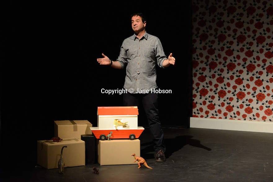 Edinburgh, UK. 03.08.2012. Mark Thomas appears in BRAVO! FIGARO, a play about his relationship with his father, an opera-loving builder.