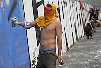 - manifestation of the leftist juvenile Social Centers for the release of the young people arrested during the 11 of March riots in Buenos Aires avenue at Milan....- manifestazione dei Centri Sociali giovanili di sinistra per la scarcerazione dei giovani arrestati durante gli scontri dell'11 marzo in corso Buenos Aires a Milano