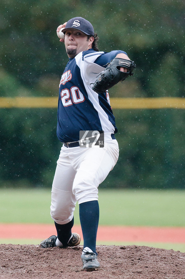 23 October 2010: Kyle Nash of Savigny pitches against Rouen during Savigny 8-7 win (in 12 innings) over Rouen, during game 3 of the French championship finals, in Rouen, France.